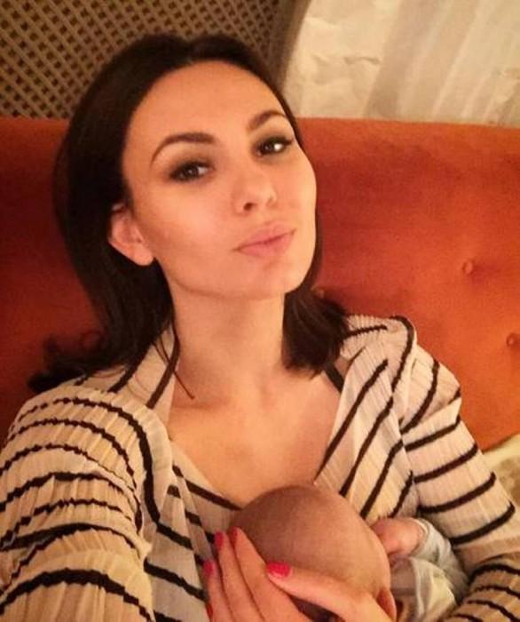 Инна Жиркова с ребёнком