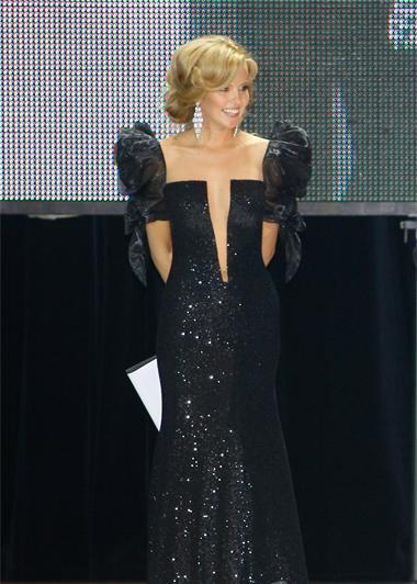 Ведущая L'Officiel Awards Инна Цымбалюк красовалась в откровенном наряде