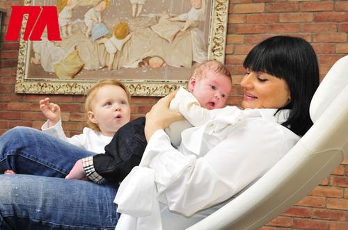 Ирэна Кильчицкая с дочерью Моникой и маленьким сыном Марком
