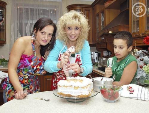 Ирина Аллегрова с дочерью Лалой и внуком Сашей
