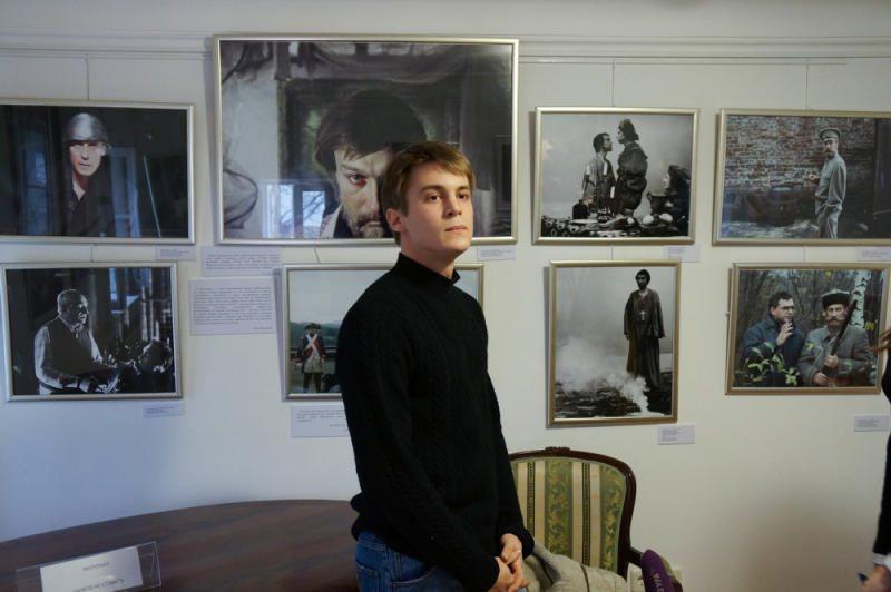 Иван Янковский в Доме-музее Щепкина на выставке «Улыбайтесь, господа, улыбайтесь!»