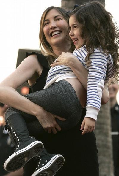 Джеки Сэндлер / Jackie Sandler с дочерью