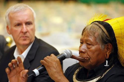 Джеймс Кэмерон / James Cameron и Raoni - руководитель амазонского племени Caiapo