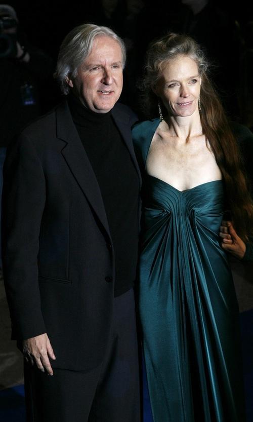 Джеймс Кэмерон со своей супругой - 47-летней американской актрисой Сьюзи Эймис, родившей ему троих детей