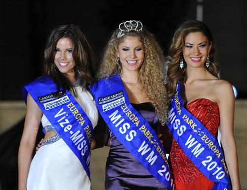 «Мисс Чемпионат мира-2010» аргентинка Дженнифер Шерман (в центре)