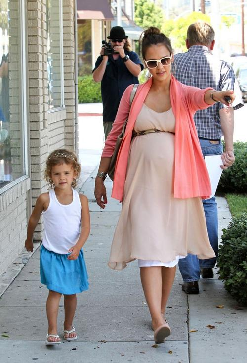 Джессика Альба / Jessica Alba с младшей дочерью Онор