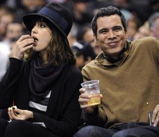 Джессика Альба вместе с мужем на баскетбольном матче