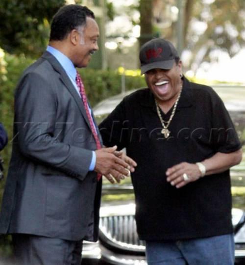Отец Майкла Джексона (справа)