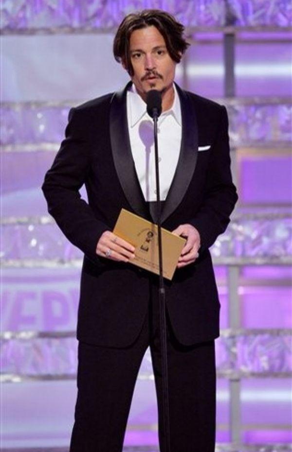 На царемонии «Золотой глобус» в январе 2009 Джонни Депп уже чуть поправился