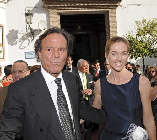 Хулио Иглесиас с женой Мирандой Ринсбургер