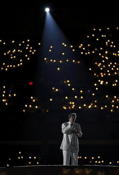 Кэтрин Дон Лэнг исполняет песню «Аллилуйя» на открытии Олимпийских игр в Ванкувере