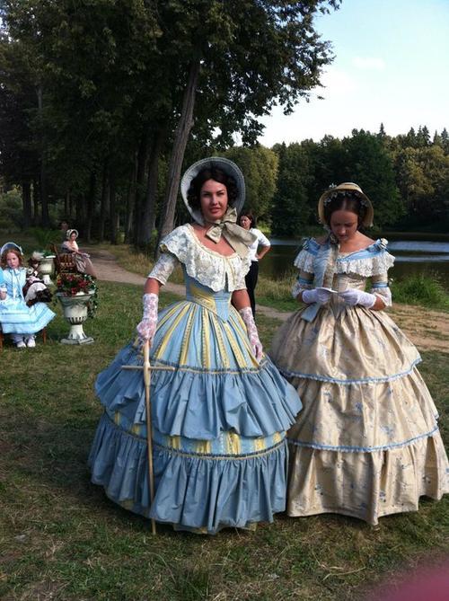 Камалия (в центре) в роли великой княжны Марии Николаевны