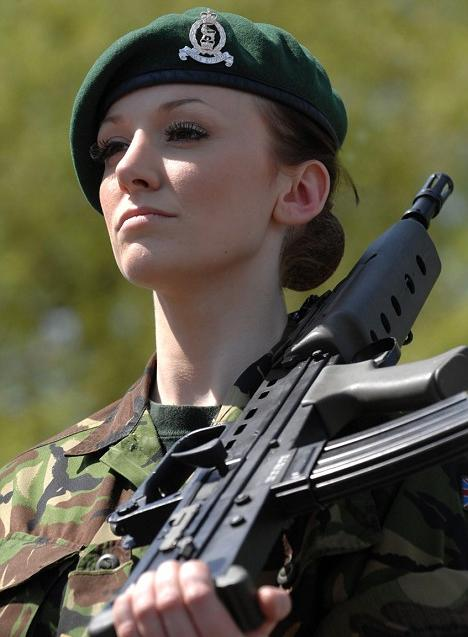 Катрина Ходж в военной форме