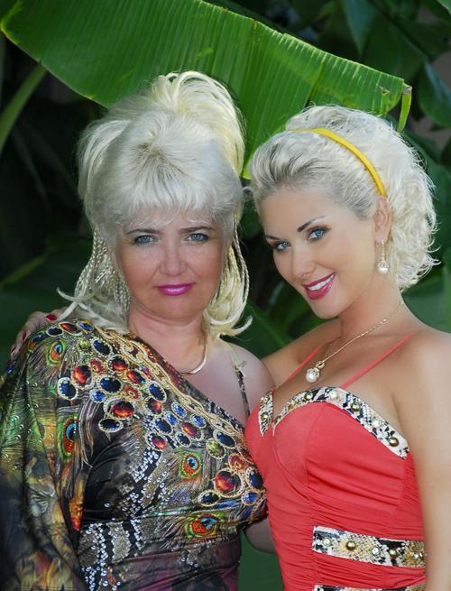 Катя Бужинская с мамой