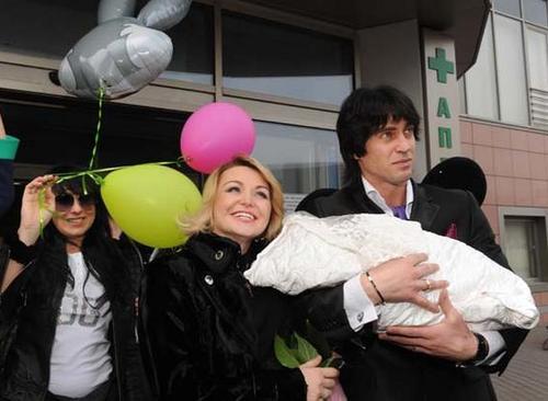 Катя Лель с мужем Игорем и дочерью Эмилией
