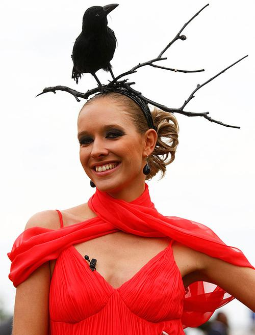 Катя Осадчая на знаменитых конных скачках в Британии в 2009 году