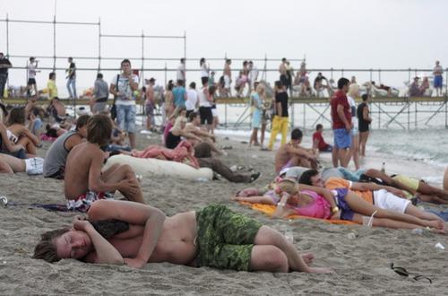«КаZантип», 7 августа. Молодежь отдыхает после открытия фестиваля