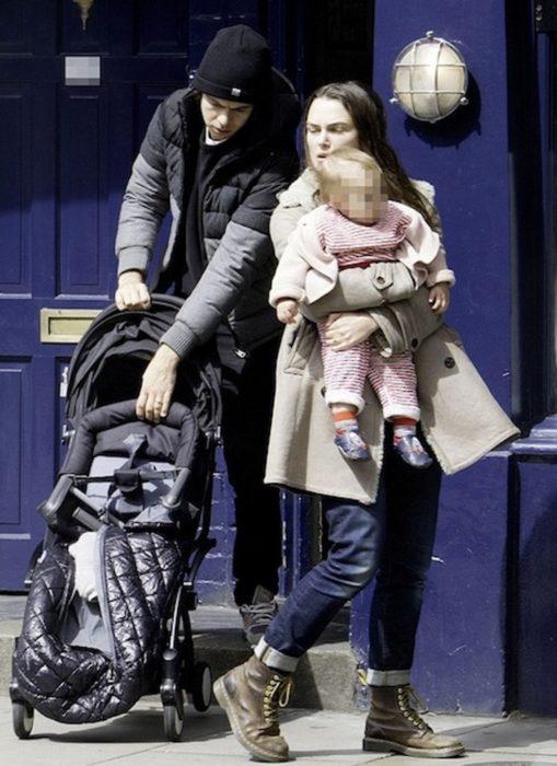 Кира Найтли и Джеймс Райтон с дочерью