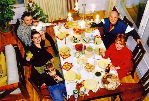 Вся семья в сборе: Клара Новикова, муж Юрий, дочь Маша с супругом и двое внуков