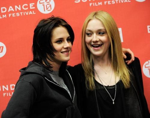 Кристен Стюарт (Kristen Stewart) и Дакота Фэннинг (Dakota Fanning)