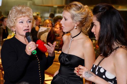 Ксения Собчак вместе с мамой и Тиной Канделаки на праздновании своего дня рождения