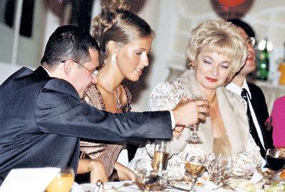 Ксения Собчак с Владиславом Лейбаном и мамой Людмилой Нарусовой