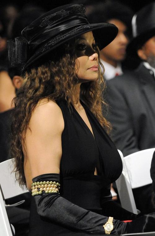 Старшая сестра Майкла Джексона Ла Тойя