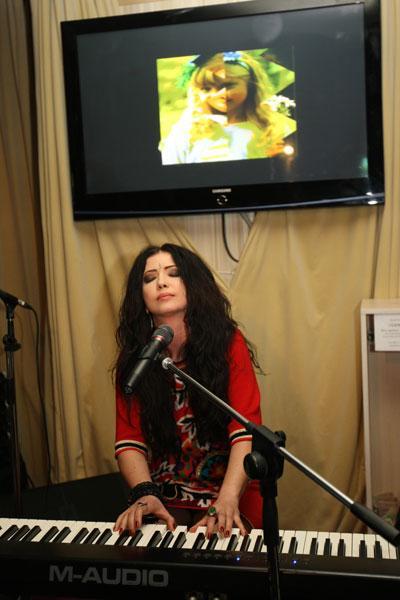 Солистка группы Lama Наталья Дзенькив