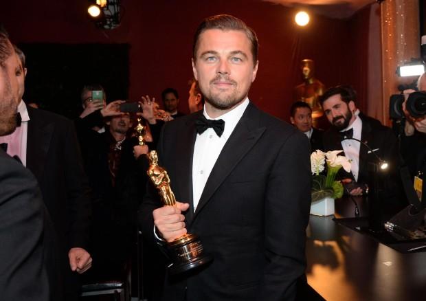 Леонардо Ди Каприо со статуэткой Оскар