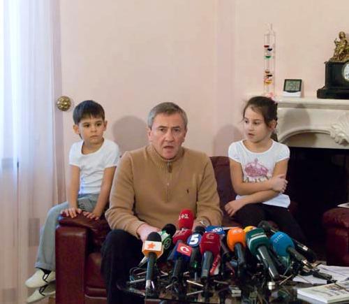 Леонид Черновецкий с внуками