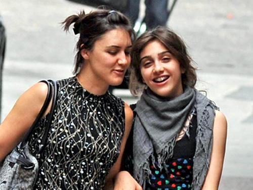Дочь Мадонны - Лурдес (справа)