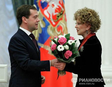 "Это одно из последних фото актрисы. 30 декабря 2010 года президент Дмитрий Медведев вручил Людмиле Марковне Орден ""За заслуги перед Отечеством"" II степени."