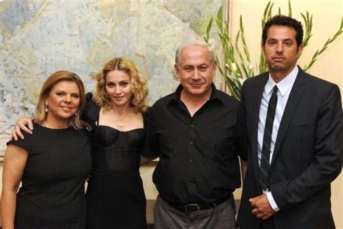 Мадонна с премьер-министром Израиля Беньямином Нетаньяху и его супругой Сарой