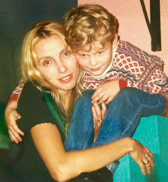 Маленький Серёжа с любимой мамой