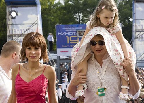 Марат Башаров с экс-супругой Елизаваетой и дочкой