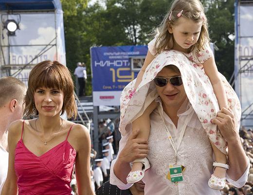 Марат Башаров и Лиза Круцко с дочерью Амели