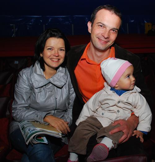Маричка Падалко с мужем Егором Соболевым и ребенком