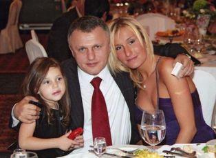 Сестры Марина и Яна с папой - Игорем Суркисом