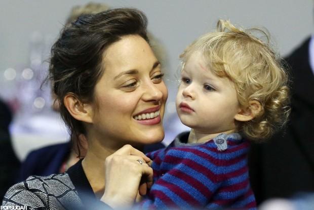 Марион Котийяр с сыном