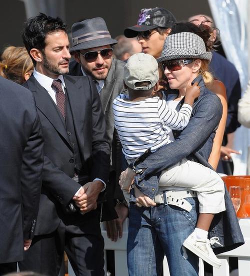 Мадонна с ребенком в компании дизайнера Марка Джейкобса