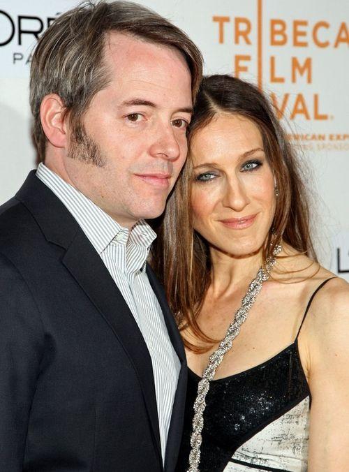 Сара с мужем Метью на светских вечеринках всегда появляются вместе