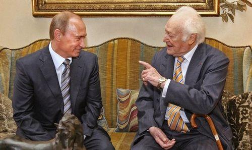 Писатель Морис Дрюон и премьер-министр России Владимир Путин встречались в Париже 30 мая 2008 года