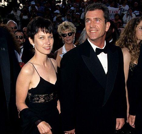 Мел Гибсон с женой Робин Мур на церемонии «Оскар» в 1997 году