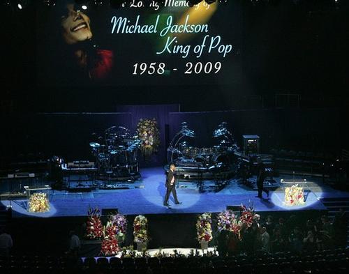 Так выглядела арена Staples Center перед началом церемонии прощания с Майклом Джексоном