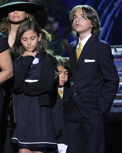 Дети Майкла Джексона: 12-летний Принц Майкл I, 11-летняя Пэрис и 7-летний Принц Майкл II