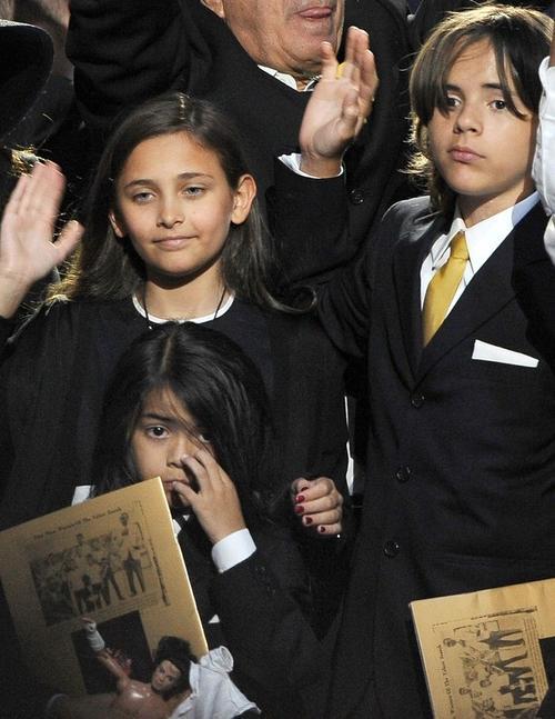 Дети Майкла Джексона: 12?летний Принц Майкл Джозеф Джексон старший, 11-летняя Пэрис-Майкл Катрин Джексон и семилетний Принц Майкл Джозеф Джексон младший