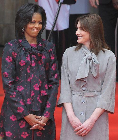 Поездка в Британию плавно перетекла в европейский вояж. Мишель Обама и Карла Бруни-Саркози, супруга президента Франции, подружились