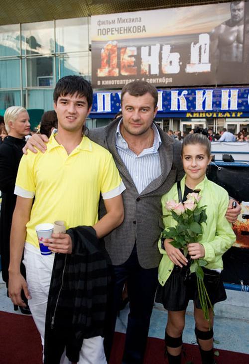 Михаил Пореченков с детьми