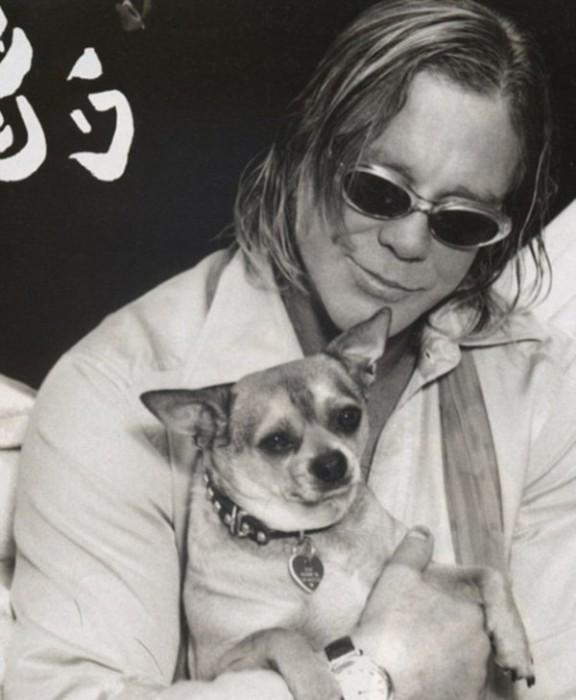 Микки Рурк с собачкой