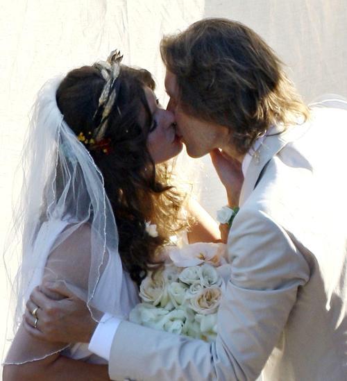 http://www.livestory.com.ua/images/milla-jovovich-wedding-2.jpg